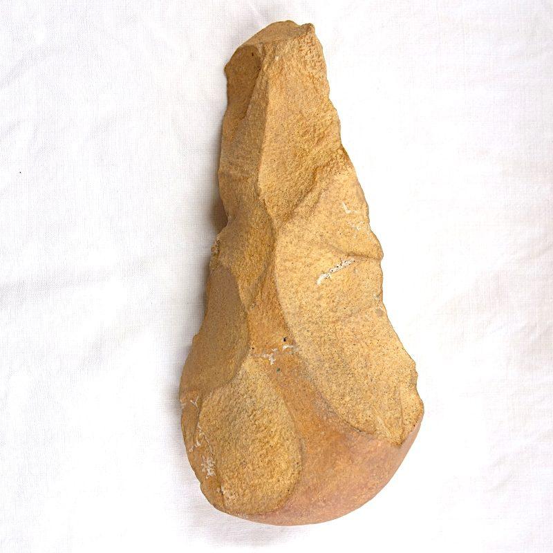 Biface en grès quartzite, industrie lithique acheuléenne, Tighennif (Algérie)
